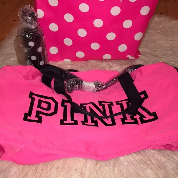 Pink duffle   water bottle 💋 free gift 🚨 2e5431e7b2ae5
